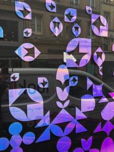 habillage-vitrine-adhesif-film-dichroique-boutique-metz-local-professionnel