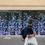 habillage-vitrine-adhesif-film-dichroique-boutique-metz-local-professionnel-lorraine